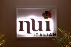 """Canti di un ristorante italiano """"Nui """"sulla parete immagini stock"""