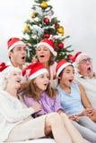 Canti natalizii di canto della famiglia allargata Fotografia Stock
