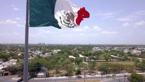 Cantidad aérea con el abejón de la autorización México, tiro cinemático de la bandera de la grúa almacen de video