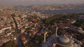 Cantidad aérea de Hagia Sophia en la ciudad de Estambul Tiro asombroso 4K