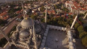Cantidad aérea de la mezquita azul en la ciudad de Estambul Turquía en 4K