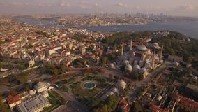 Cantidad aérea de la mezquita azul y de Hagia Sophia en la ciudad de Estambul Visión asombrosa