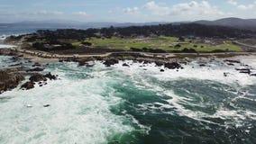 Cantidad aérea de la península de Monterey metrajes