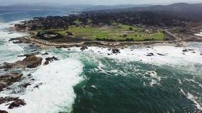 Cantidad aérea de la península y de las ondas de Monterey metrajes