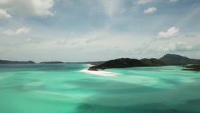 Cantidad aérea de la playa de Whitehaven Islas del Pentecostés en Australia metrajes