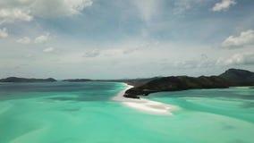Cantidad aérea de la playa de Whitehaven Islas del Pentecostés en Australia almacen de metraje de vídeo