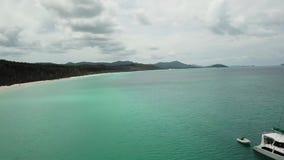 Cantidad aérea de la playa de Whitehaven Islas del Pentecostés en Australia Agua perfecta de los azules turquesa almacen de video