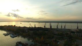 Cantidad aérea de los muelles de la ciudad del Samara almacen de video
