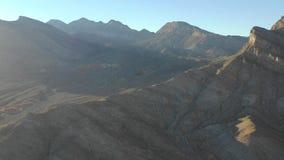 Cantidad aérea de montañas cerca de Las Vegas, Nevada almacen de metraje de vídeo