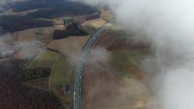 Cantidad a?rea de una carretera en Alemania de las nubes, 4k almacen de metraje de vídeo