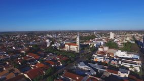 Cantidad aérea en la ciudad de Andradina en el sao Paulo State - el Brasil En julio de 2016 almacen de metraje de vídeo