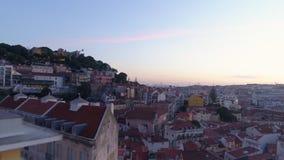 Cantidad aérea Lisboa en crepúsculo almacen de video