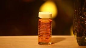 Cantidad de cristal del hd del bokeh del oro del perfume almacen de video