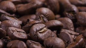 cantidad de girar los granos de café asados almacen de video