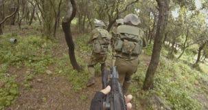 Cantidad de GoPro POV del arma de un pelot?n de soldados israel?es del comando durante combate almacen de metraje de vídeo