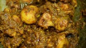 Cantidad de las existencias de alimentos de la preparación del curry del pollo almacen de video