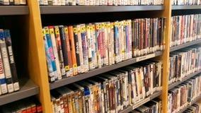 Cantidad del área de la biblioteca con DVDs y los bluerays