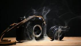 Cantidad del hd del fondo de la oscuridad del humo de la cámara metrajes