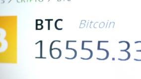 Cantidad del tipo de cambio de Bitcoin Seguimiento comercial de Cryptocurrency cerca para arriba almacen de video