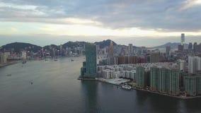 cantidad 4K de la ciudad de Hong Kong y de Kowloon del cielo almacen de metraje de vídeo