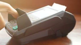 cantidad 4k sirva sostener la tarjeta de cr?dito disponible, birle la tarjeta en la m?quina terminal del lector de la tarjeta de  almacen de video