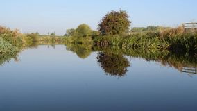 Cantidad pacífica de HD del río Dearne entre Adwick sobre Dearne y Harlington almacen de video