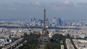 Cantidad panorámica en 4k con París de la torre 1 de Montparnasse metrajes