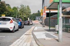 Cantiere con disciplina del traffico e traffico a senso unico l Immagini Stock Libere da Diritti