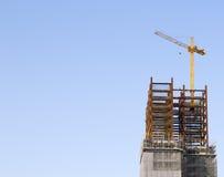 Cantiere con la gru a torre Fotografie Stock Libere da Diritti