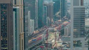 Cantiere del museo della notte aerea futura al timelapse di giorno, costruzione iconica seguente del Dubai archivi video