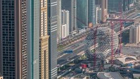 Cantiere del museo del timelapse aereo futuro, costruzione iconica seguente del Dubai stock footage