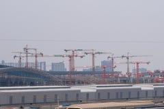 Cantiere della gru Costruzione di trasporto nell'industriale del treno con le gru fotografie stock