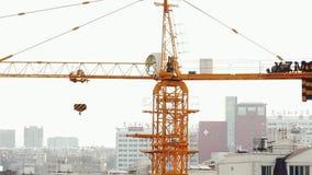 18 05 2019 cantiere di funzionamento della gru di Kunming, Cina in città cinese video d archivio