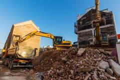 Cantiere durante la demolizione di una casa Immagini Stock Libere da Diritti
