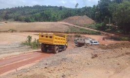 Cantiere nello Sri Lanka con il trasporto del ribaltatore fotografia stock libera da diritti