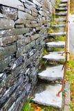 Cantilevered kroki, łupek w ścianie Obraz Royalty Free