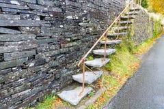 Cantilevered kroki, łupek w ścianie Zdjęcia Royalty Free