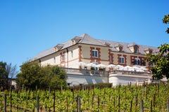 Cantina famosa Domaine Carneros di Napa con le viti fotografia stock libera da diritti