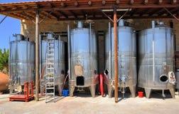 Cantina Ktima Gerolemo, Omodos, Cipro dei carri armati del vino Immagini Stock