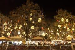 Cantines extérieures dans Noël juste à Budapest images stock