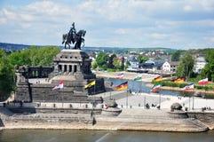 Canto alemão do monumento histórico de Alemanha da cidade de Koblenz onde os rios rhine e o mosele fluem junto em um dia ensolara Fotos de Stock Royalty Free