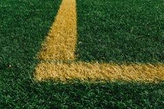 Canto amarelo no campo de futebol com grama artificial Imagem de Stock Royalty Free