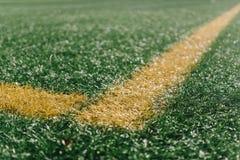 Canto amarelo no campo de futebol com grama artificial Fotos de Stock