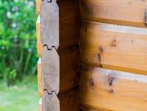 Canto da casa de uma barra de madeira Imagens de Stock