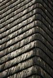 Canto da casa que almofada telhas de madeira Fotografia de Stock Royalty Free