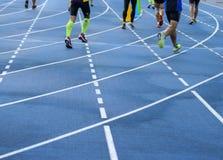 Canto da pista de atletismo azul Foto de Stock Royalty Free