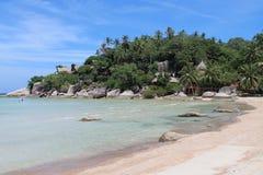 Canto da praia branca na ilha de Koh Tao Fotografia de Stock