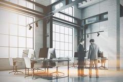 Canto de escritório branco do sótão do tijolo, coluna tonificada Imagem de Stock