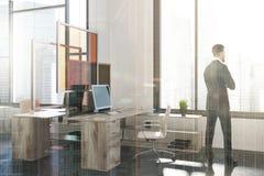 Canto de escritório moderno, próximo da arte tonificado acima Foto de Stock