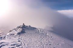Canto de la montaña debajo de las nubes Montañas de Tatra Fotos de archivo libres de regalías